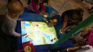 Интерактивная песочница дети