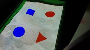 интерактивная песочница изучение форм и цветов