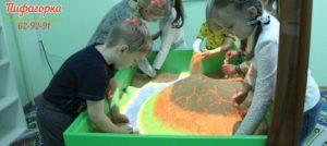 Занятия с интерактивной песочницей в центре развития интеллекта