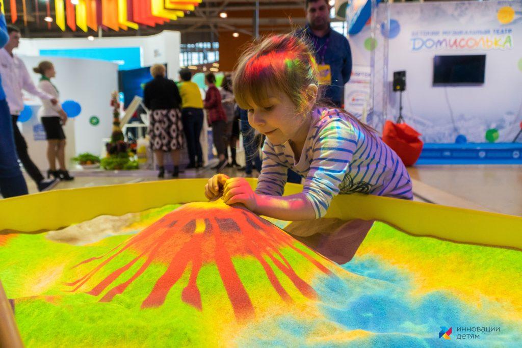 интерактивная песочница девочка